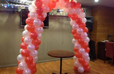 Balloon Arch Red and White
